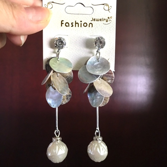 Fashion Jewelry Jewelry - Dangling Shell and Pearl Earrings with Rhinestones